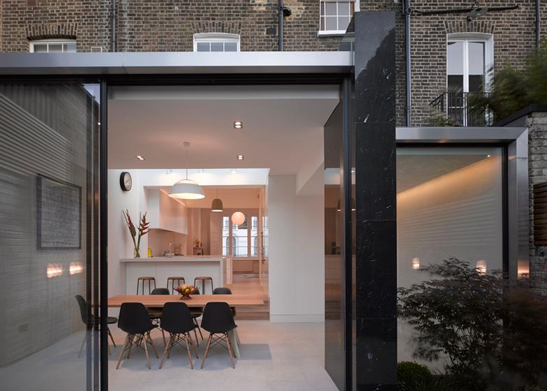 marmo nero parete rivestimento cucina