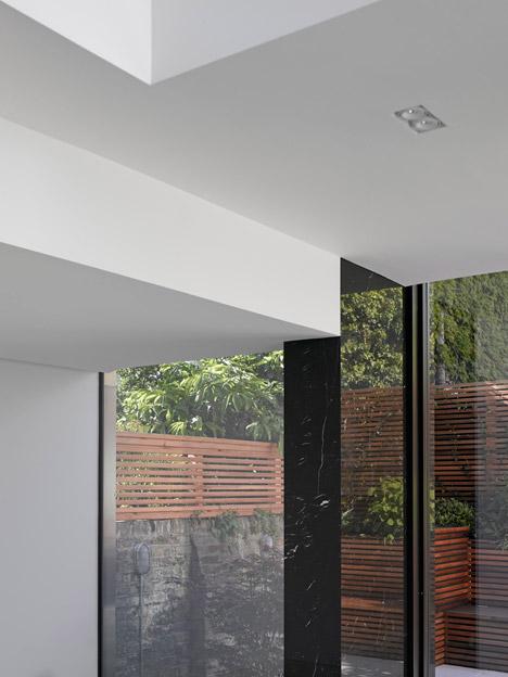 progetto londra paul archer cucina sala da pranzo rivestimento marmo nero