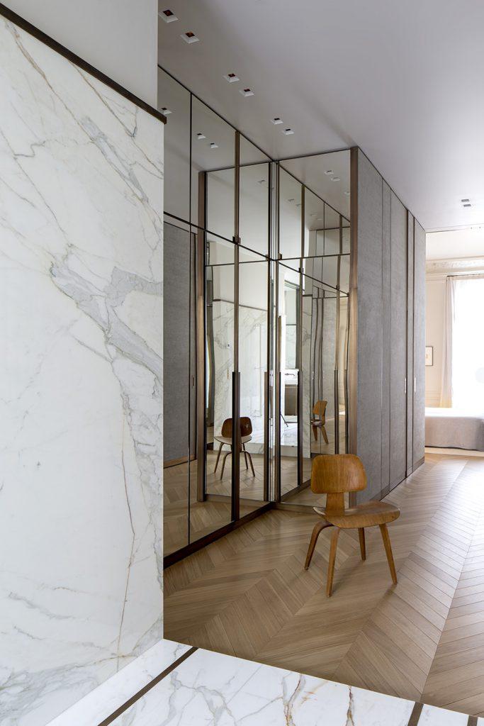 marmo calacatta bagno elegante bronzo rodolphe parente appartamento parigino